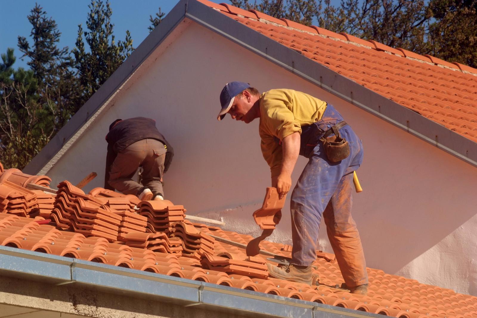 1 - aplicação-de-telha-em-telhado