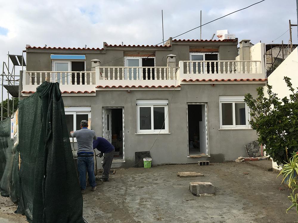 3 - Geminadas forradas a capoto, telhados novos e terraços com novo isolamento Paço Dilhas Mafra 2018 - 2019
