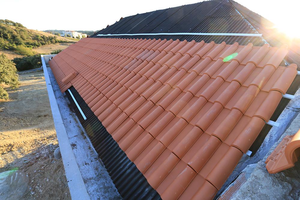 4 - Amostra da telha de barro a ser colocada por cima do isolamento e da sub telha Póvoa da Galega 2018